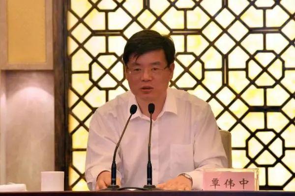 覃伟中调任广东副省长后又添新职